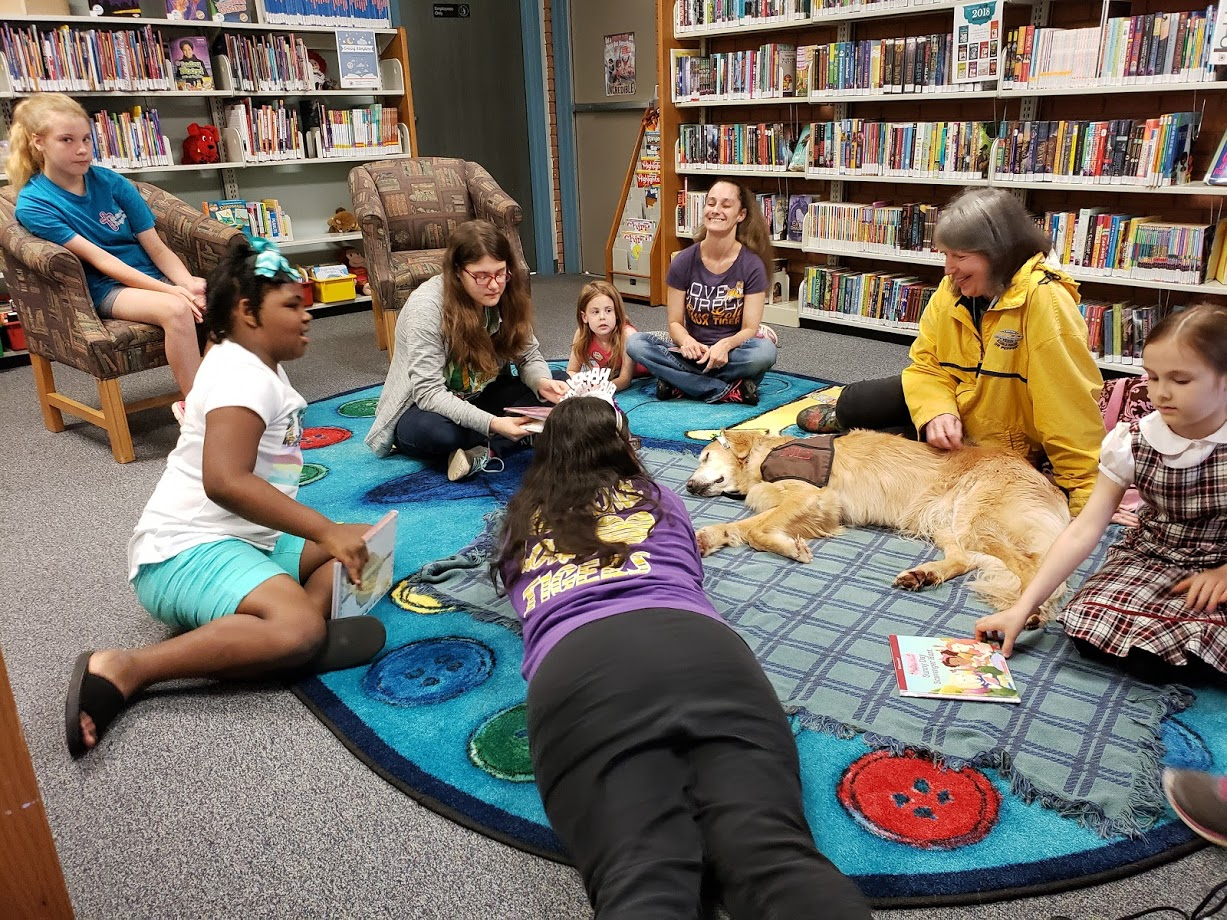children with reading therapy dog